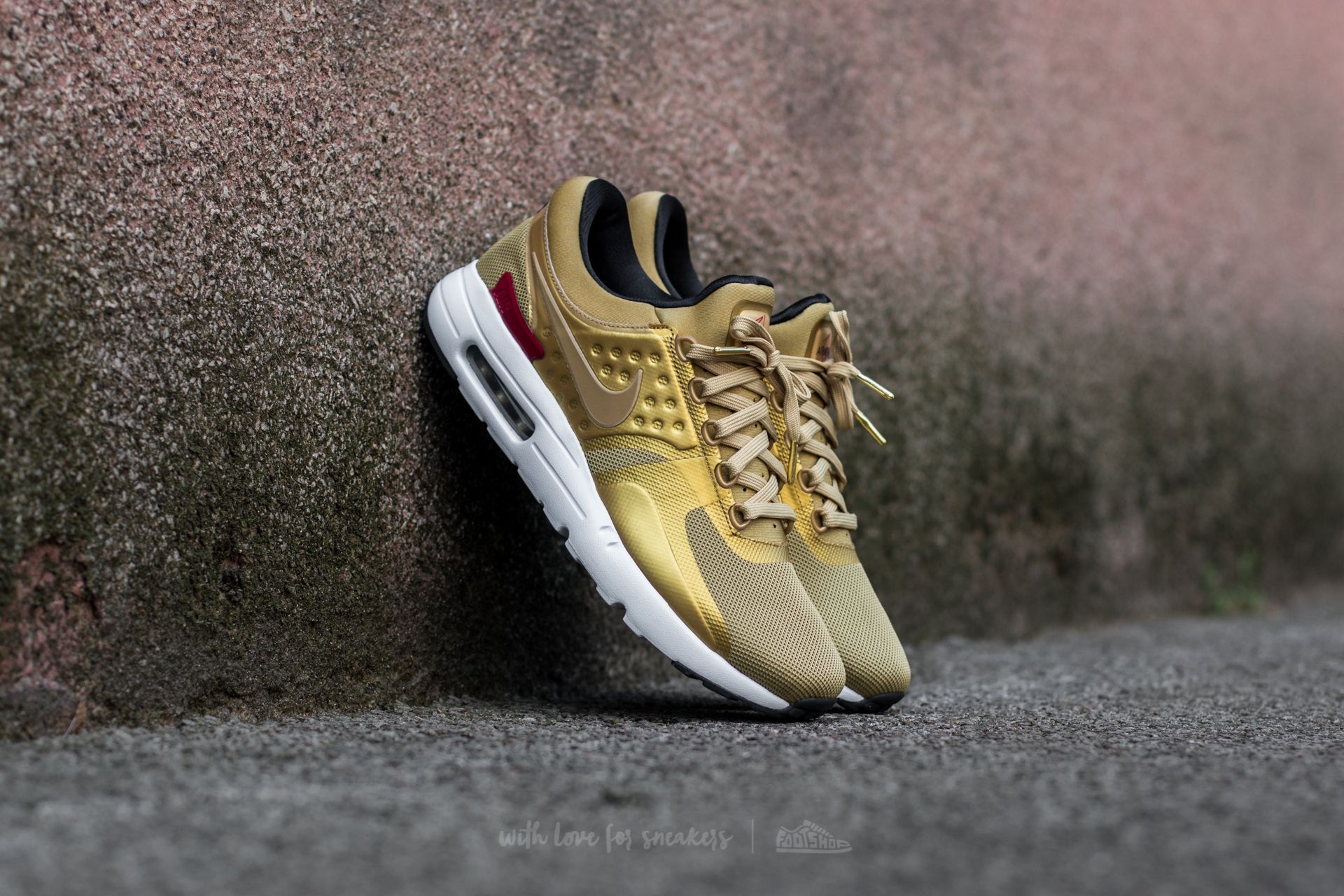 Nike Air Max Zero QS in GOLD / Metallic Gold/Varsity Red