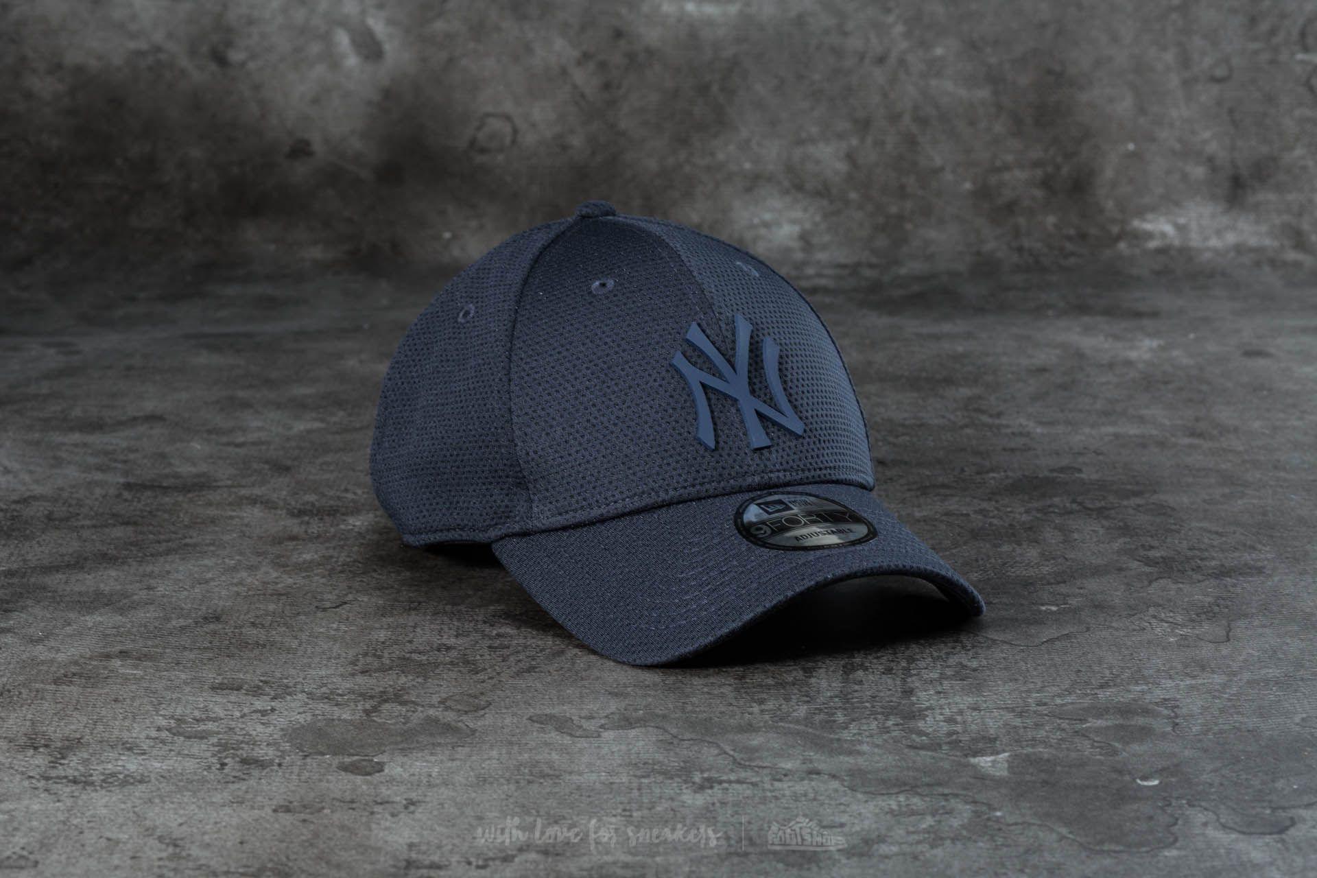 e39e28d535d720 New Era 9Forty Adjustable Rubber Logo Mesh New York Yankees Cap. Dark Navy