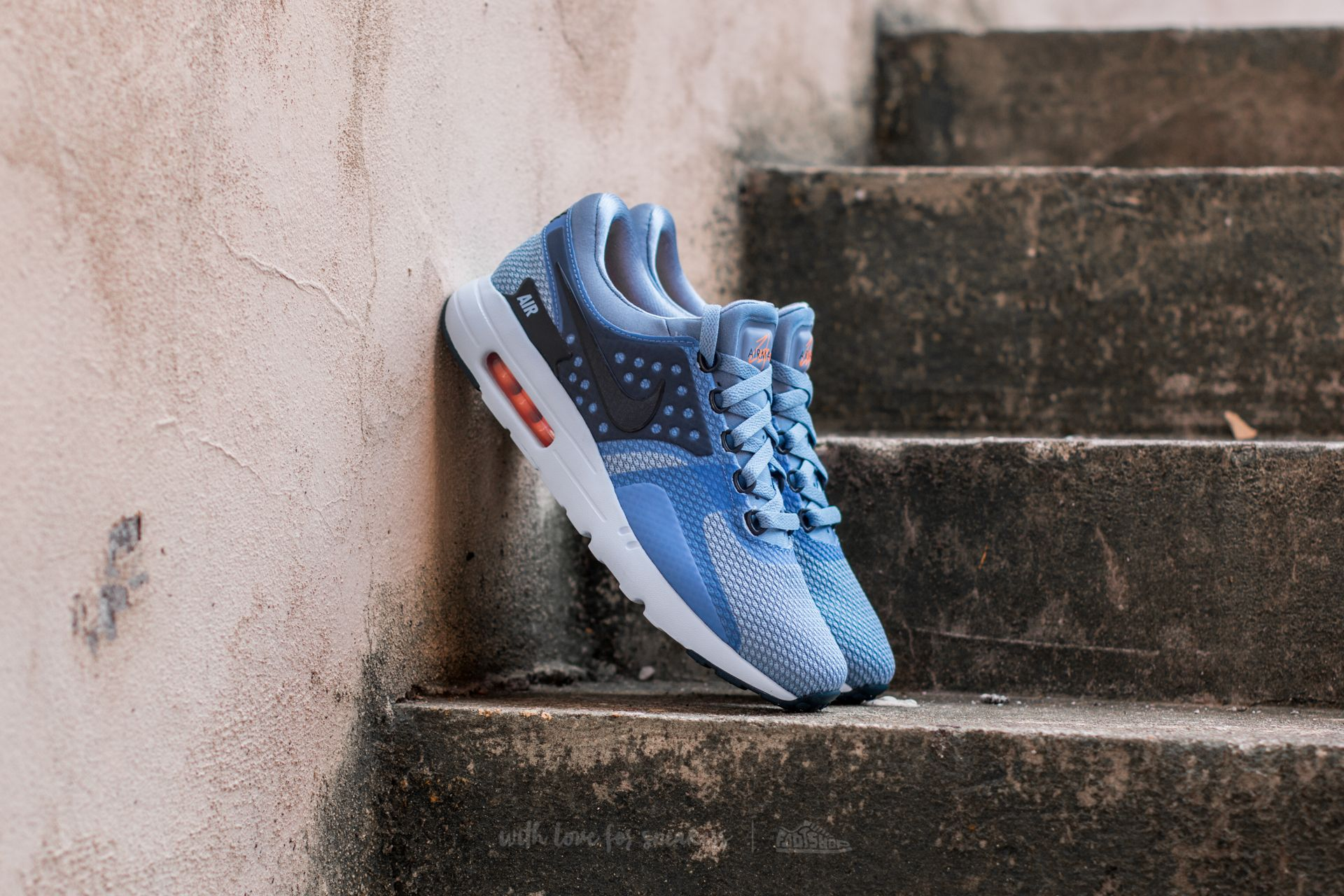 Nike Air Max Zero Essential Work Blue  Armory Navy  063ef2590e7f