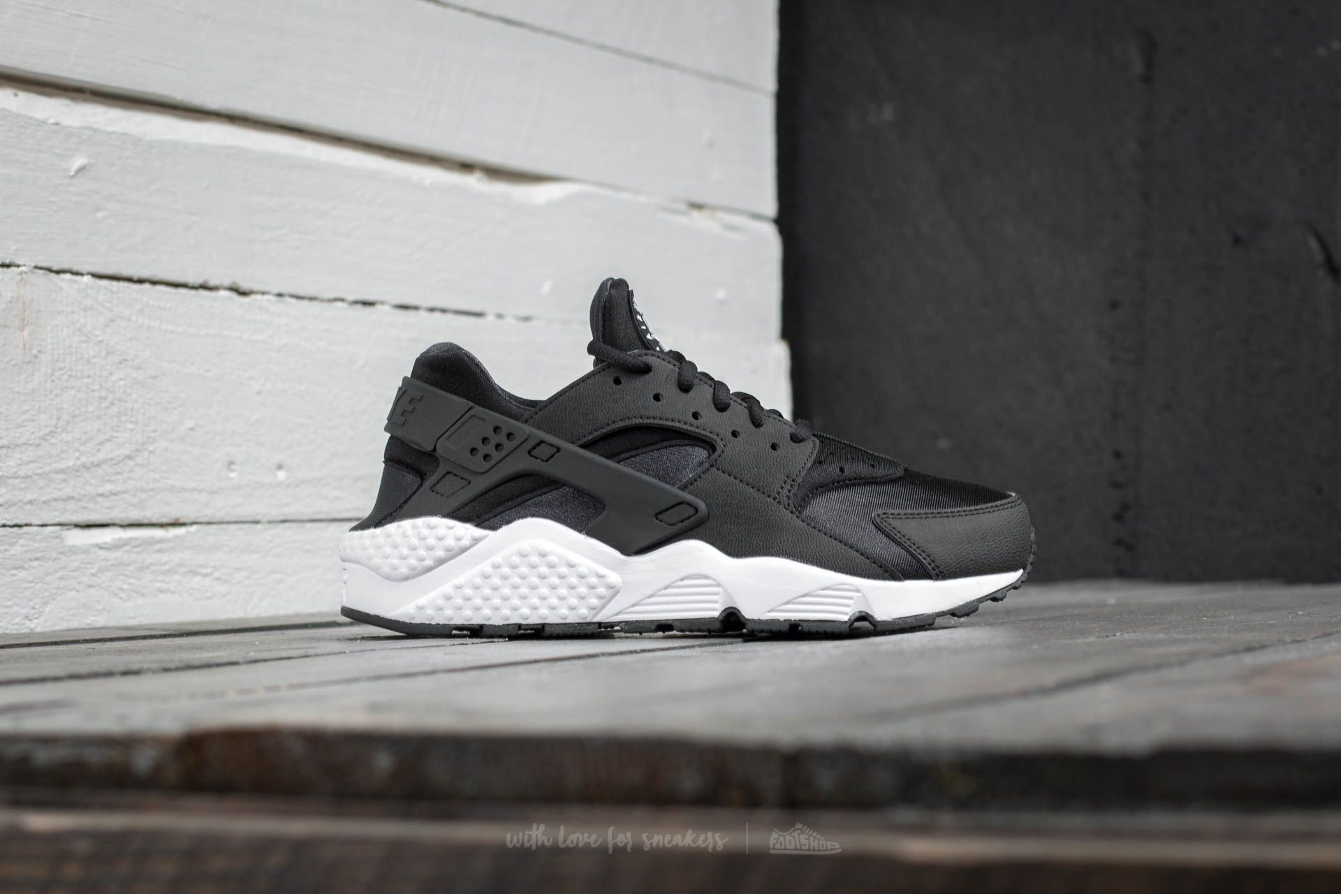 online retailer 13468 56f19 Nike Air Huarache Run Black  Black  White at a great price 121 € buy