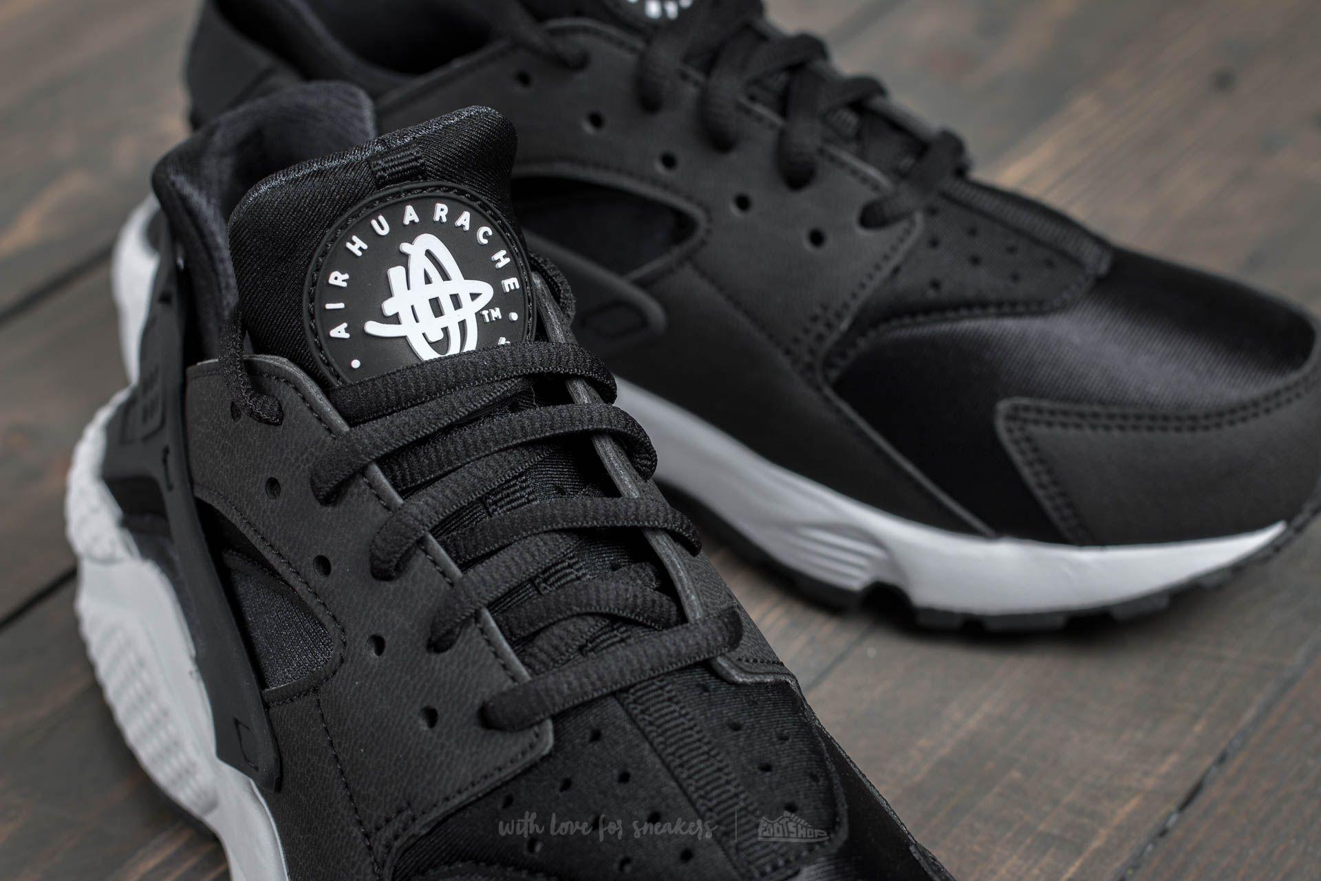 Nike Air Huarache Run Black  Black  White at a great price £105 buy 746cbb0db