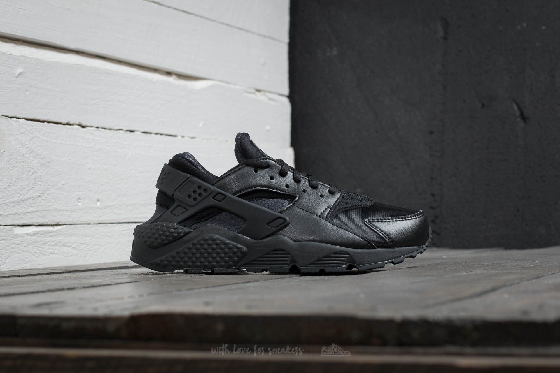 4fb6fc04ac3f Nike Wmns Air Huarache Run Black Black at a great price 121 € buy at