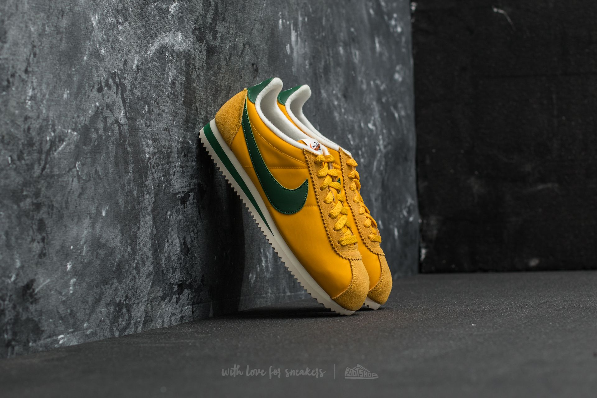 official photos 594f5 4f90b Nike Classic Cortez Nylon Premium Yellow Ochre/ Gorge Green ...