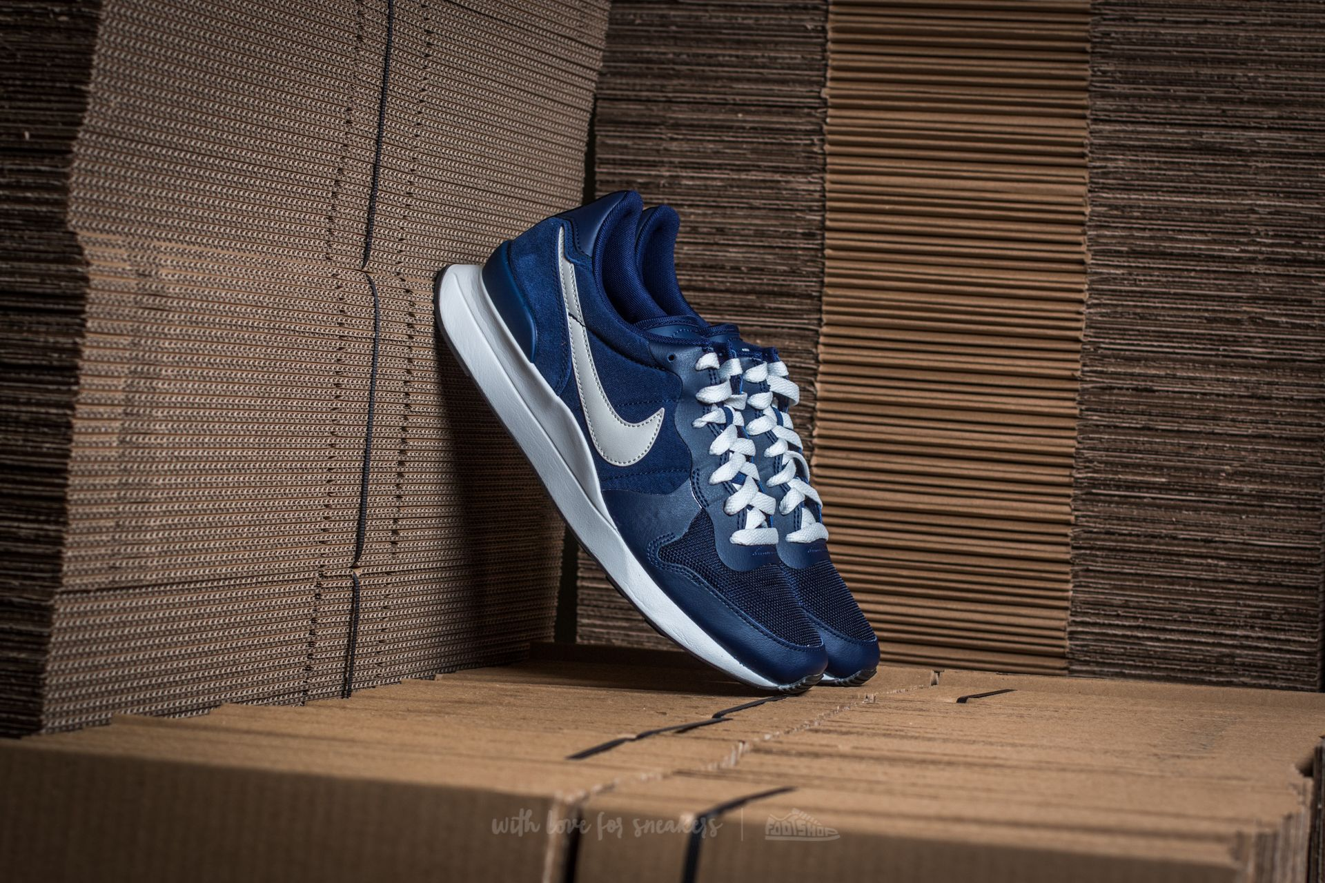 on sale f3e24 d4894 Nike Internationalist LT17