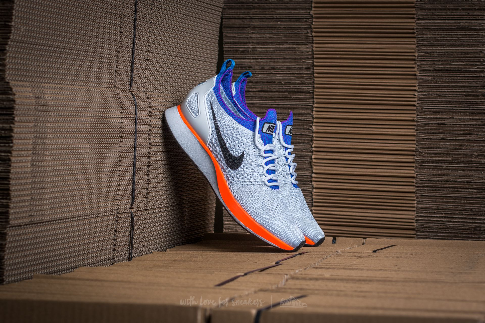 equivocado ama de casa fibra  Women's shoes Nike W Air Zoom Mariah Flyknit Racer Premium White/ Hyper  Crimson | Footshop