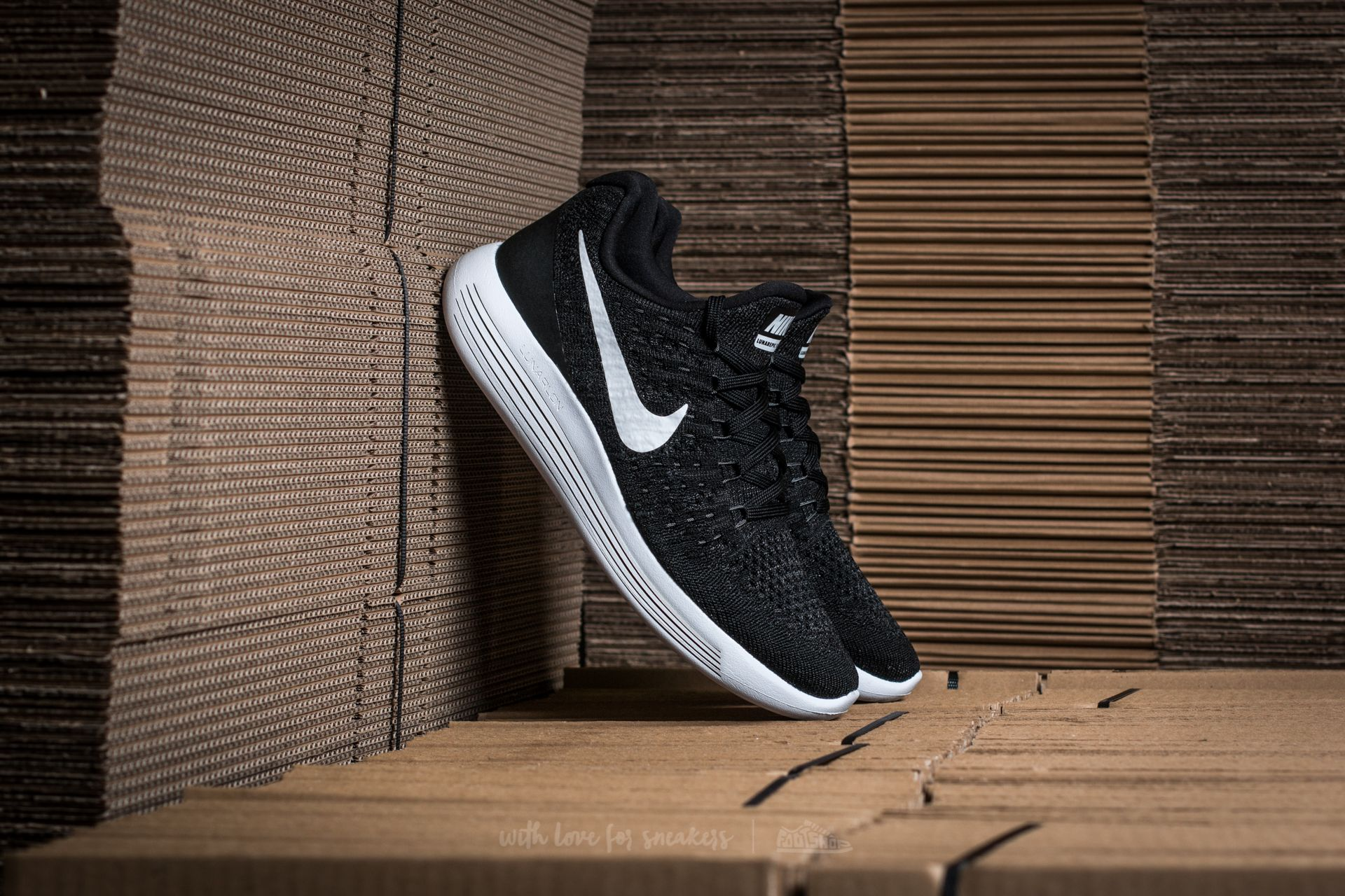 NIke W Lunarepic Low Flyknit 2 Black/ White-Anthracite at a great price 77 € buy at Footshop