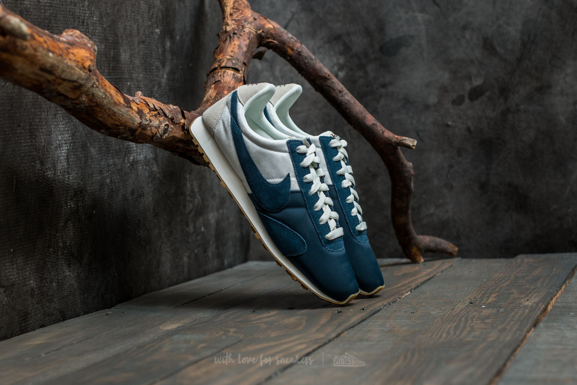 e8eeef6616f01 Nike W Pre Montreal Racer VNTG Sail/ Armory Navy | Footshop